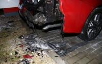 """""""Na planetě je moc aut,"""" sdělila policii opilá žena z Brněnska. Jedno zapálila a na druhé hodila mrtvou kočku"""