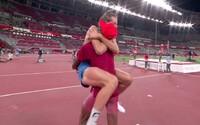 """""""Nemôžeme mať zlato obaja?"""" Po rozdelení titulu skokanov prišla nefalšovaná radosť. Sleduj najkrajší moment olympiády"""