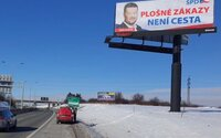 """""""Plošné zákazy není cesta."""" SPD si zaplatilo billboard s gramatickou chybou"""