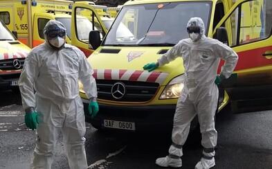 """""""Po výjezdech převlékáme uniformy a dezinfikujeme vůz, fakt je tak obtížné si vzít roušku?"""" ptá se český sanitář"""