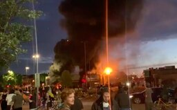"""""""Přestaňte nás zabíjet!"""": Po smrti George Floyda je Minneapolis v plamenech, protestuje se i v LA a Memphisu"""