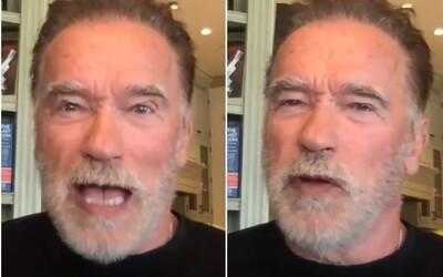 """""""S*ať na vašu slobodu,"""" odkazuje Arnold Schwarzenegger antivaxerom. Ak nenosíš rúško, si podľa neho blbec"""