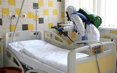 """""""Superprenášač"""" infikoval v Británii 11 ľudí koronavírusom. Muž až potom zistil, že je nakazený"""