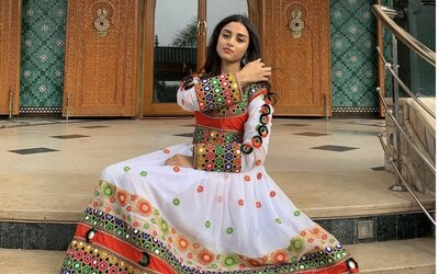 """""""Toto není naše kultura."""" Afghánky se na protest proti Tálibánu oblékají do pestrobarevných šatů namísto hidžábu"""