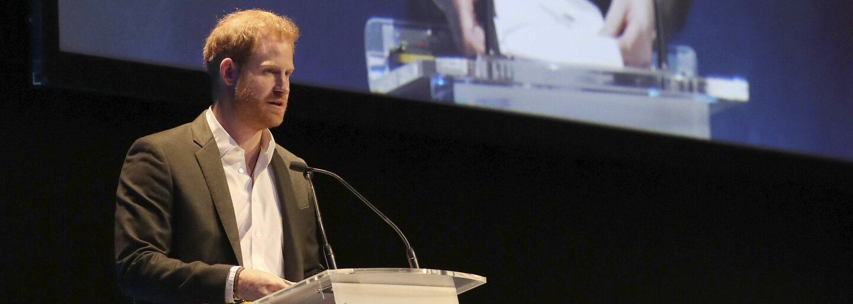 """""""Volajte ma len Harry,"""" povedal princ na konferencii, kam pricestoval vlakom, aby upozornil na dopad cestovného ruchu na klímu"""