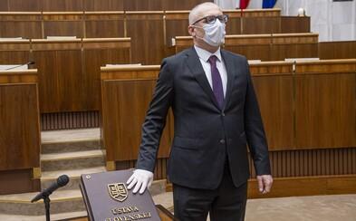 """""""Za toto pôjdeme do politického pekla,"""" vládny poslanec kritizuje vyhlášku, ktorá dovolí ísť poslancom s covidom do NRSR"""