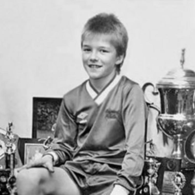 Ktorý známy futbalista je na obrázku?