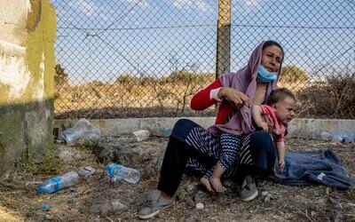 Utečenci na bielorusko-poľských hraniciach umierajú od zimy. Bez vody sú aj tri dni.