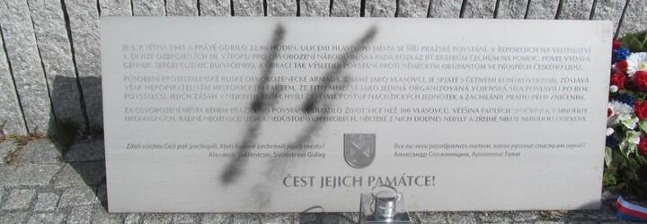 V Řeporyjích někdo posprejoval pomník Vlasovců symbolem SS