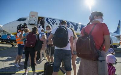 Takmer žiadni cestujúci. Bratislavské letisko hlási medziročný pokles o 95%, nepomohlo ani uvoľňovanie opatrení.