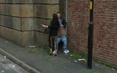 Na tejto britskej ulici sa sexuje dňom i nocou. Obyvatelia sú zhnusení a majú strach.