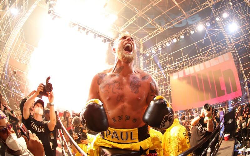 Youtuber Jake Paul v 1. kole ukončil bývalého bojovníka UFC. Boj netrval ani 2 minuty.