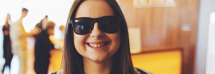 Okuliare nosila od detstva, život jej zmenila výhra. Majka si vďaka laserovej operácii očí zvyká na fungovanie bez obmedzení
