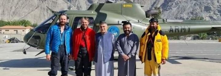 Čeští horolezci, kteří uvízli na hoře v Pákistánu, se vracejí domů