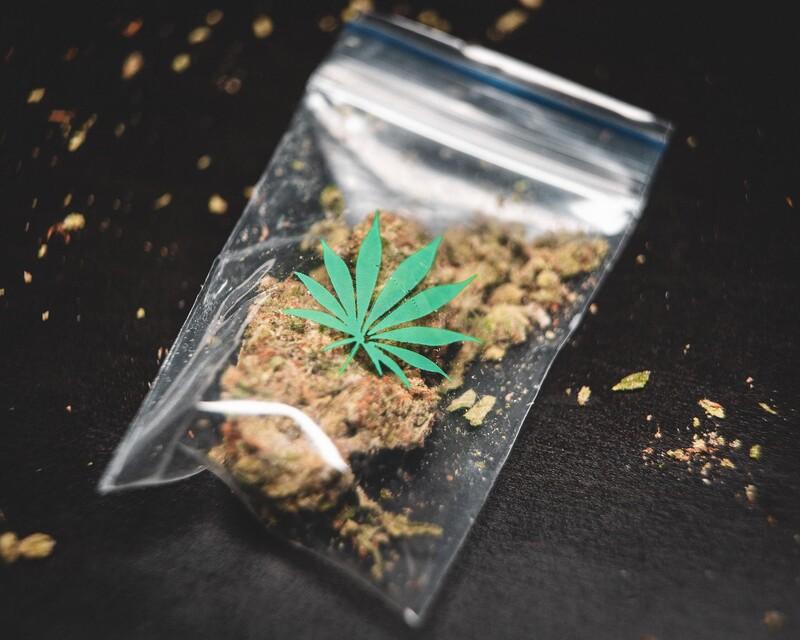 Približne u koľkých rekreačných užívateľoch marihuany sa vyvinie závislosť?