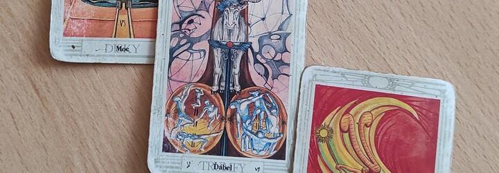 Navštívili jsme čarodějnici, která nám vyvěštila budoucnost. Covid–19 bude mít podle ní 5 období (Reportáž)
