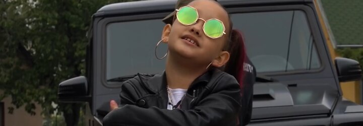 Nechceme se napakovat, chceme dceru podpořit v hudebním snu, říká otec osmileté raperky Lil ASH (Rozhovor)