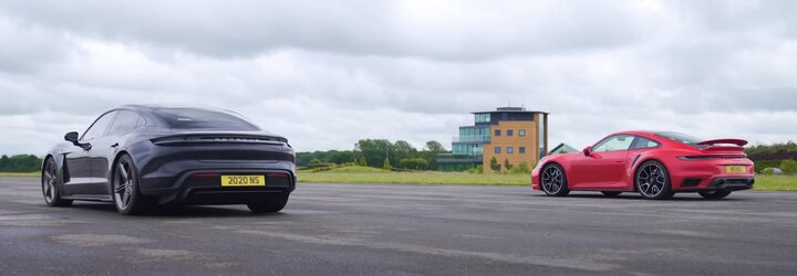 Souboj modelů 911 Turbo S a Taycan Turbo S dokázal, že benzínovým sporťákům zdaleka neodzvonilo