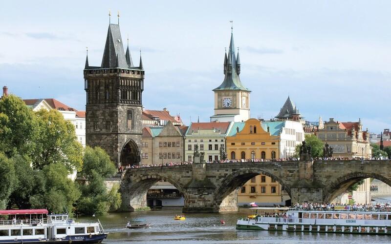 Česko pokračuje v obrovských prírastkoch. Pribudlo tam cez 2 000 nových prípadov koronavírusu, krajina je medzi najhoršími v Európe.