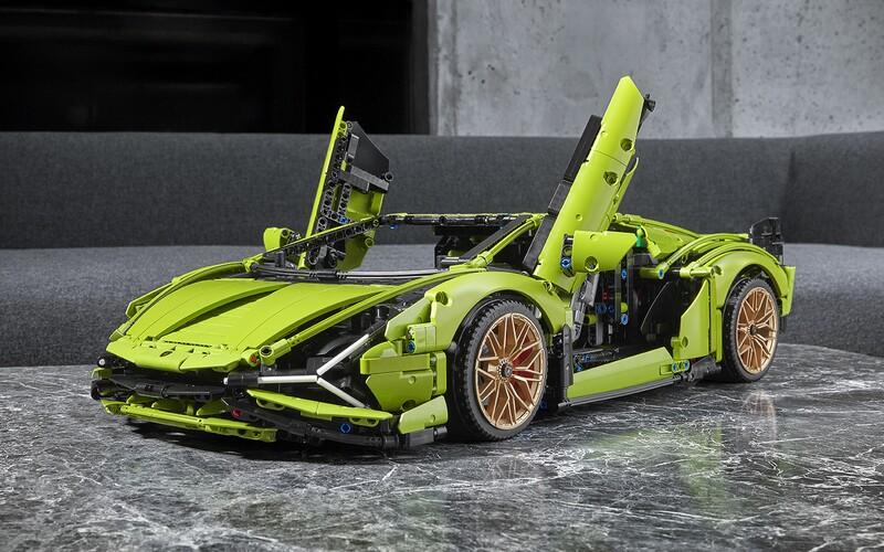 LEGO odhalilo jednu z najnáročnejších stavebníc automobilu. Postaviť si môžeš Lamborghini Sián.