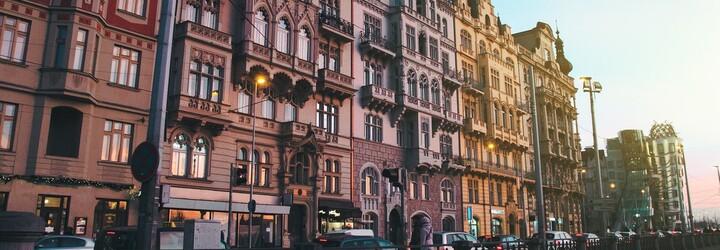 Odposlechnuto v Praze vyjde knižně. Autoři oblíbené facebookové stránky vám nejlepší příspěvky naservírují i na papíru