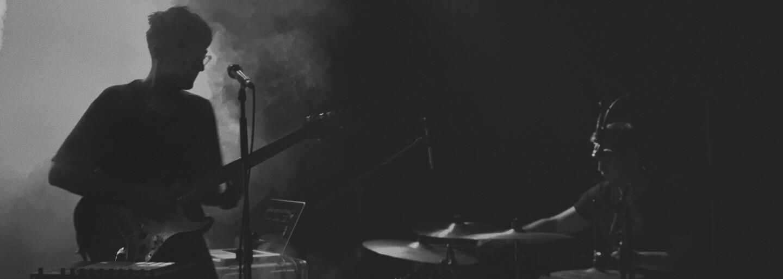 10 aktuálnych slovenských alternatívnych albumov, ktoré stoja za vypočutie