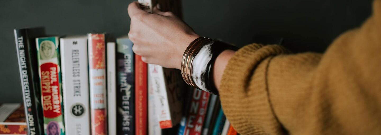 10 kníh, ktoré by si mal prečítať každý: Využi izoláciu a začni viac čítať