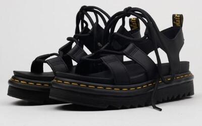 10 najkrajších sandálov, ktoré aktuálne môžeš kúpiť