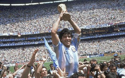 10 nejlepších a nejpamátnějších gólů legendárního Diega Maradony. Angličany popravil gólem století i Boží rukou