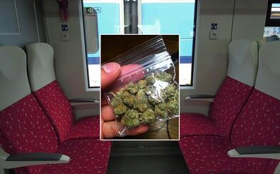 101 dávok marihuany a amfetamín. Slovák Milan skončil po ceste vlakom v policajnej cele