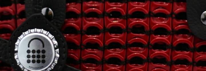 Značka luxusných kabeliek recykluje všetko, čo sa dá. Vyrába ich z plechoviek, obchod si vytlačila na 3D tlačiarni z recyklovaných plastov
