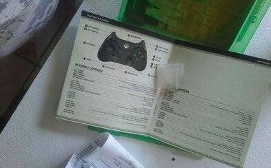 11letý kluk si koupil použité GTA V a objevil v něm balíček pervitinu. Někdo si ho zapomněl přímo v herním manuálu