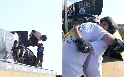 12-ročný skejtbordista Gui Khuri zvládol 1 080-stupňovú otočku na vertikálnej U-rampe. Po 22 rokoch prekonal rekord Tonyho Hawka