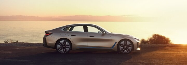BMW ukázalo nové logo, ale i elektromobil s dojazdom až 600 kilometrov