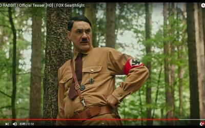 Režisér Thora si robí srandu z Hitlera. V debutových ukážkach odhaľuje svoju protivojnovú satiru