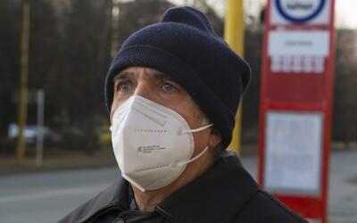 Podmienky nosenia rúšok a respirátorov sa zmierňujú: kde ich nemusíš mať vôbec a kde stačí obyčajné rúško?