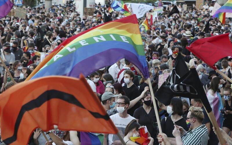 50 velvyslanců v Polsku podepsalo otevřený dopis na podporu práv LGBT komunity.