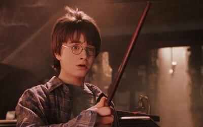 Kousek magie z Bradavic u tebe doma: Audiokniha Harry Potter a Kámen mudrců je dostupná online zdarma.