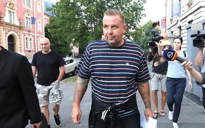 Trojicu členov extrémistickej kapely Krátky proces prepustili na slobodu.