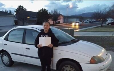 13letý kluk koupil své svobodné mámě auto. Prodal Xbox a dřel na brigádě