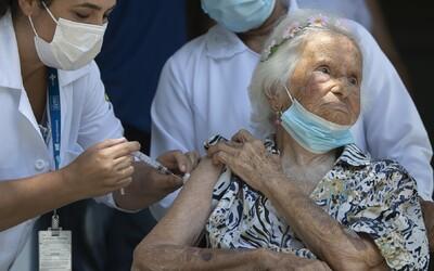 """14 očkovaných důchodců se v Německu nakazilo """"britskou"""" mutací koronaviru. Průběh jejich onemocnění je lehký"""