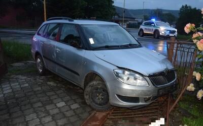 14-ročný chlapec na východe Slovenska šoféroval pod vplyvom alkoholu. Opitý vletel priamo do susedovej brány