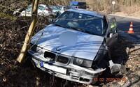 14-ročný chlapec pri Košiciach nabúral s BMW do dôchodcu v škodovke. Vozil sa vraj preto, že má v škole voľno