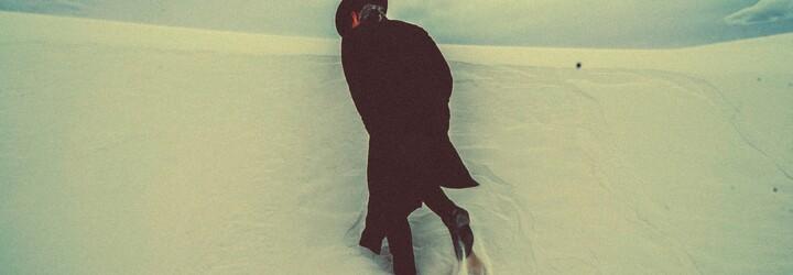 ZHU si vylial srdce na dlani vo vizuále na atmosférickú skladbu z posledného EP