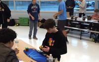 14letý žák zdolal světový rekord ve složení Rubikovy kostky. Zvládl to za 4,904 sekundy