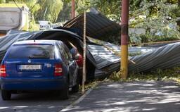 14-ročný Slovák zomrel po tom, ako na neho spadol strom. Vietor v Bratislave vytrháva zo zeme stromy