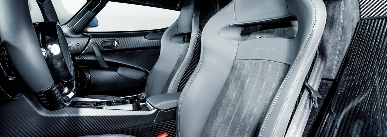 1500-koňový unikát z karbónu. Koenigsegg vyrobil Regeru len z nahých uhlíkových vlákien