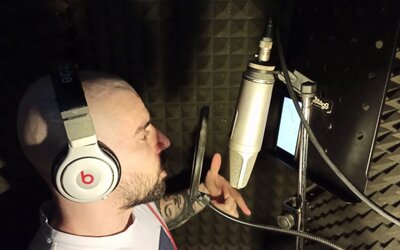 Slovák rapuje rýchlejšie ako Eminem. Počúvaj nálož Bitmana v rámci GodzillaChallenge.