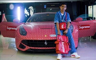 15letý Rashed polepil své Ferrari kolaborací Supreme x Louis Vuitton. Syn miliardáře ho bude moci řídit nejdříve za tři roky