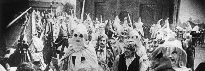 Rasistický film, který Ku Klux Klan používal k rekrutování nových členů, byl zároveň jedním z nejnavštěvovanějších snímků 20. století